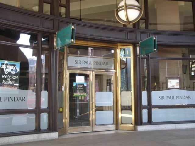 58c8fe0adf7 Sir Paul Pindar, 14 Bishopsgate Arcade, 175 Bishopsgate - in November 2006